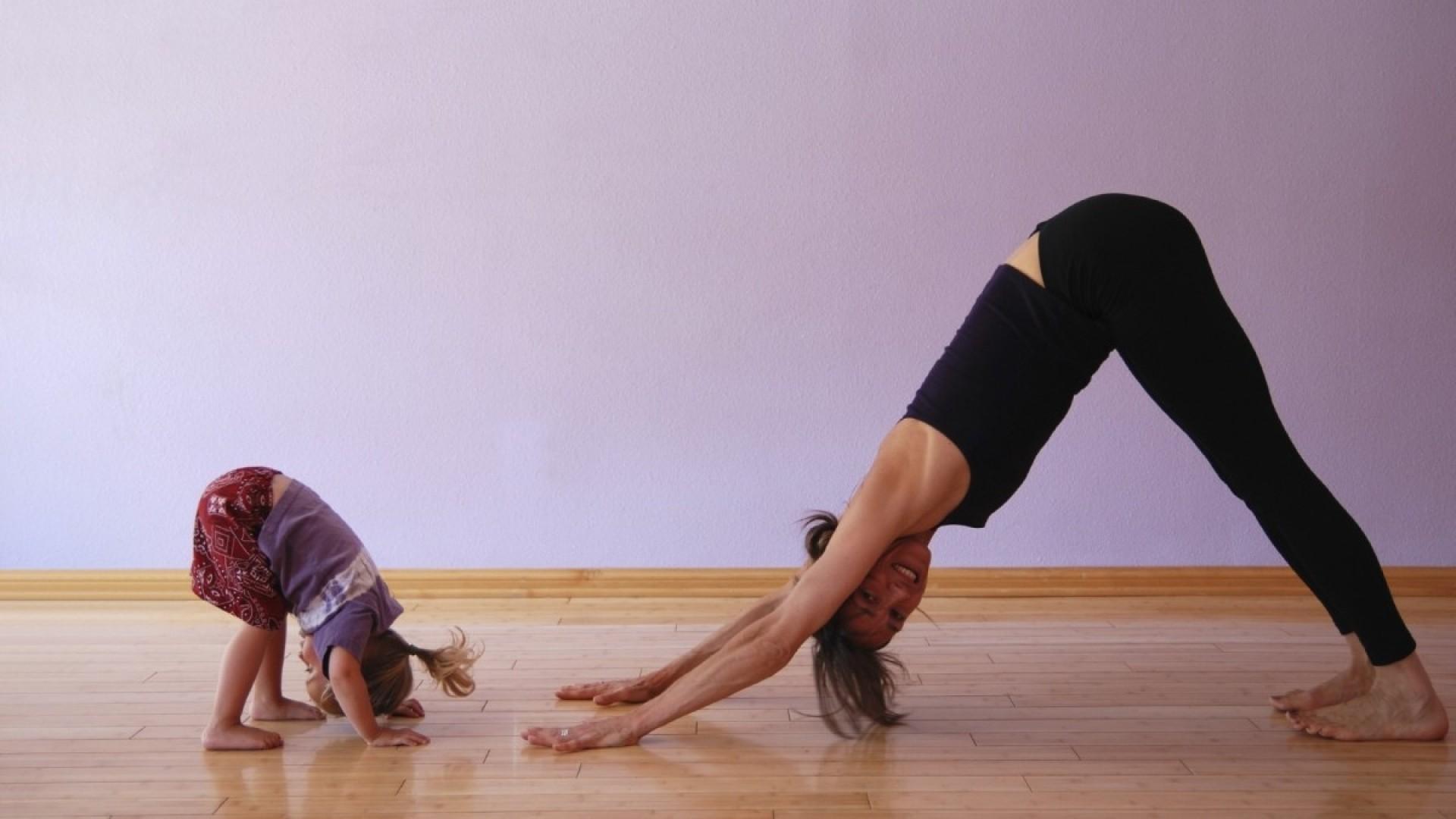 Парная йога с ребенком
