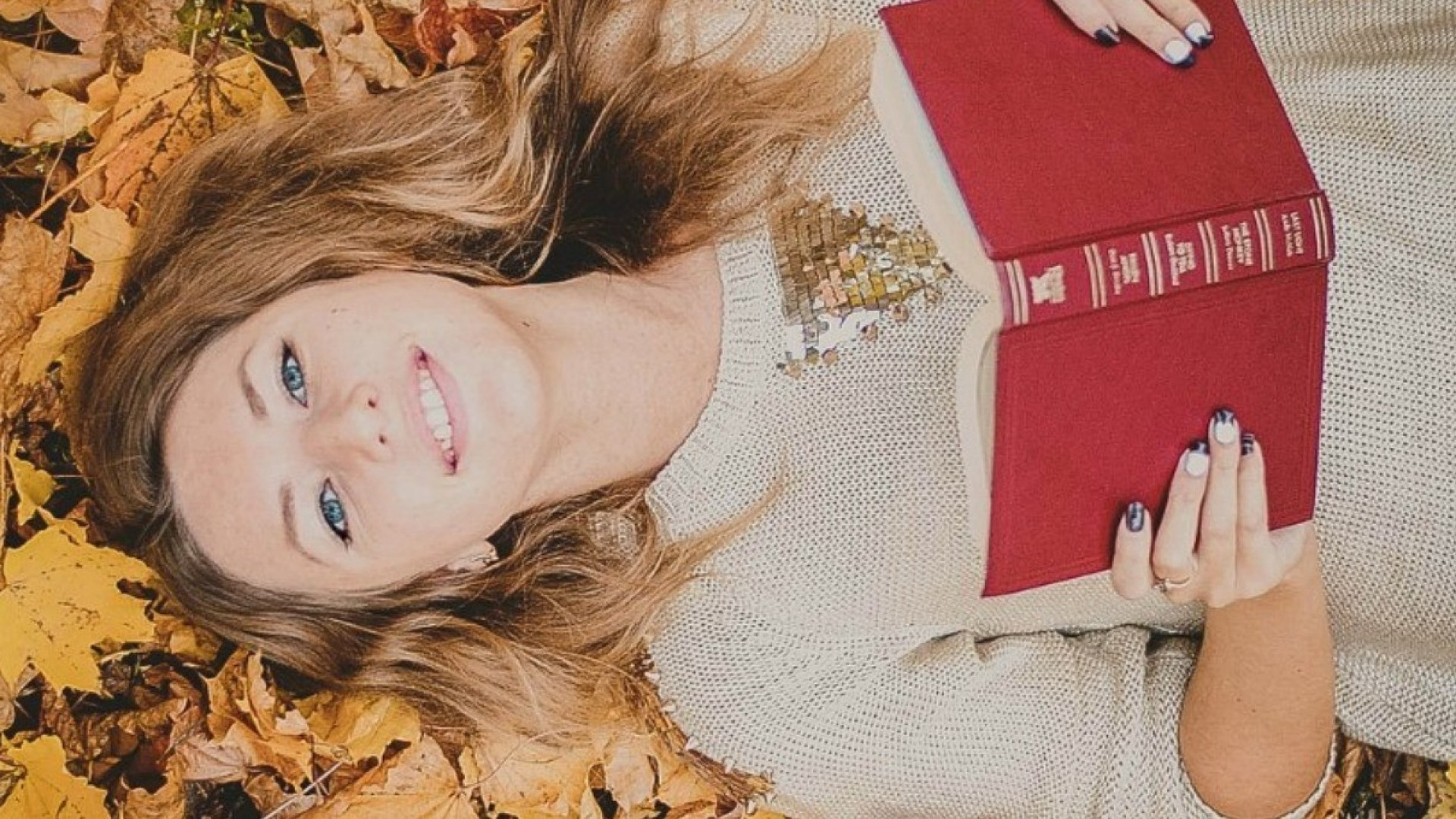 Наступая на пятки осени, я люблю прошедшее мерить в вечностях и июлях…