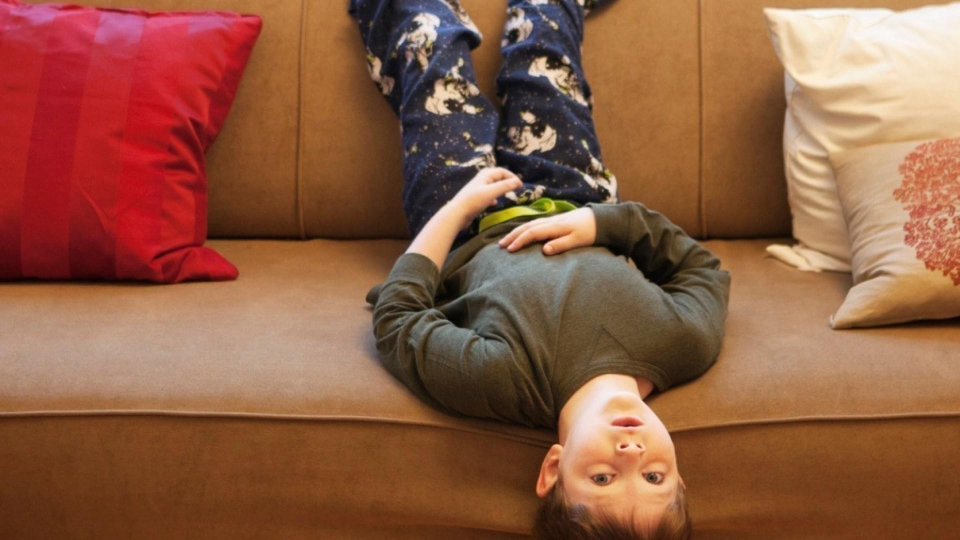 Чем заняться дома: 5 игр с ребёнком